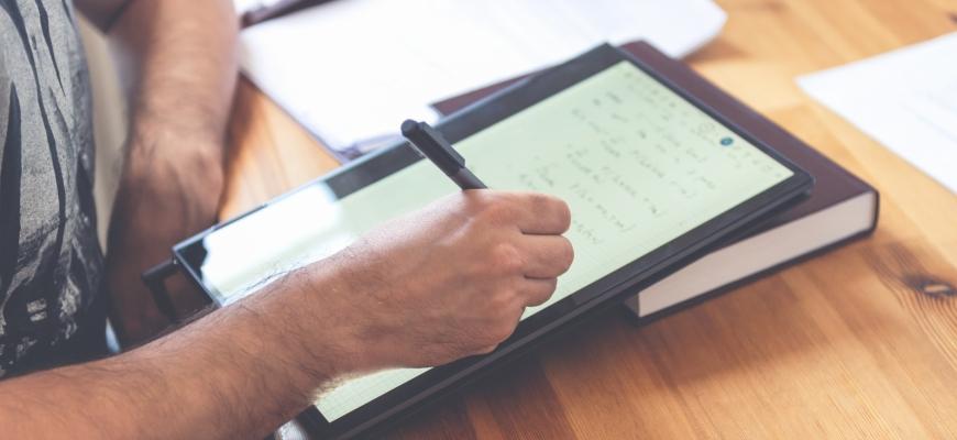 Как да създадете своя първи печеливш масов отворен онлайн курс от нула до продаващо се обучение.
